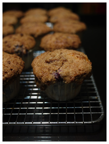 blueberry struesel top muffins